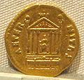 Antonino pio, aureo per faustina maggiore divinizzata, post 141, 05.JPG