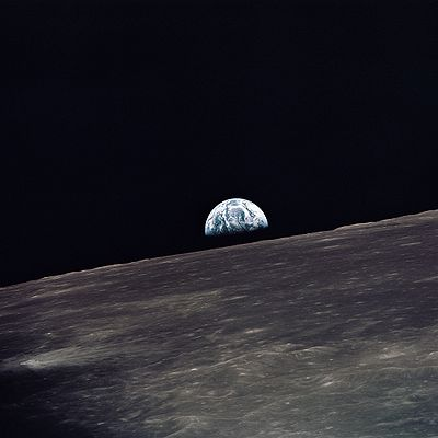 Apollo 10 earthrise.jpg