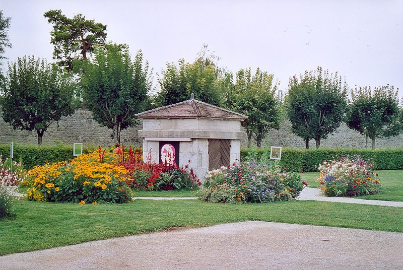 Fichier:Arc et Senans Jardin 02.jpg