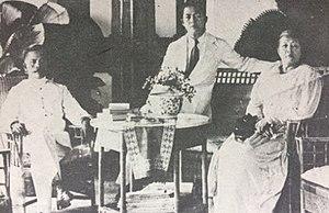 Arnold Mononutu - A young Mononutu with his parents