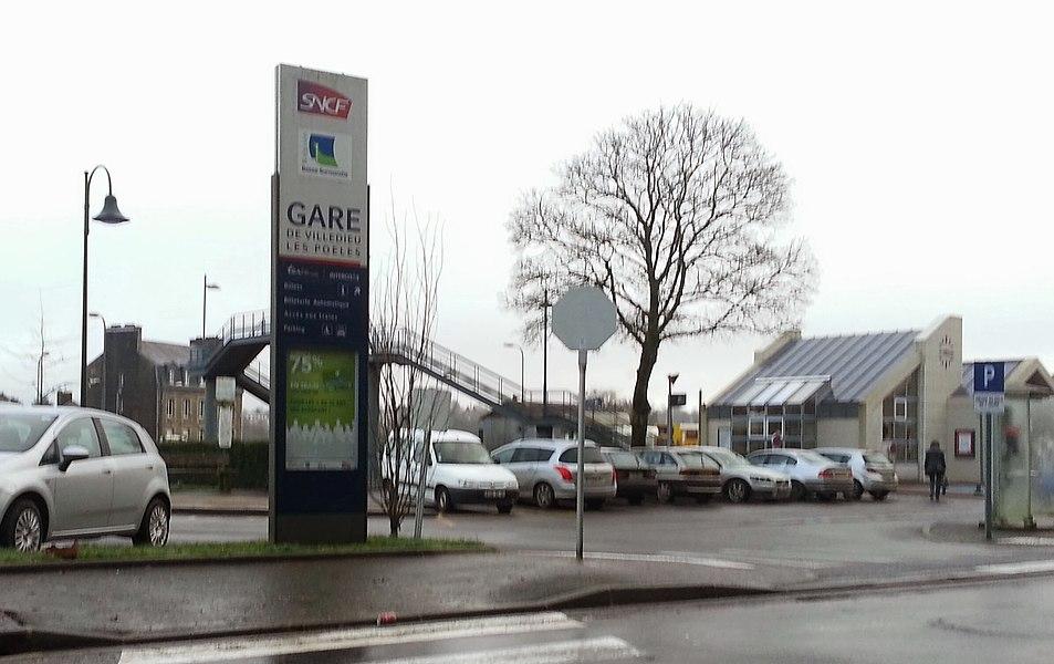 Arrivée à la gare de Villedieu-les-Poêles, après un CLM de 27km pour prendre un train