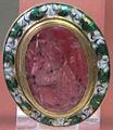 Arte ellenistica, eros che tiene per mano una regina tolemaica, granato, arsinoé III, 210 ac. ca..JPG