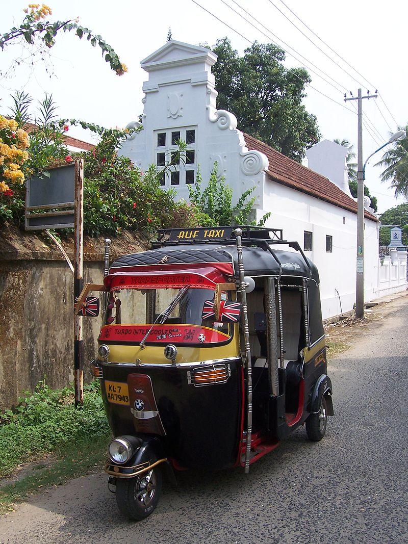 Les véhicules Rickshaw ou tricycles 800px-Auto-ricksaw