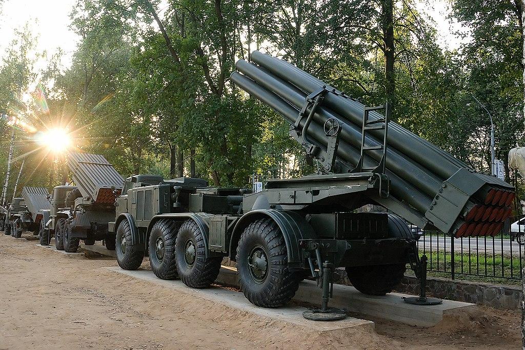 ميزات راجمة  BM-27 Uragan  ثاني أقوى راجمة صواريخ في العالم 1024px-BM-27_Uragan