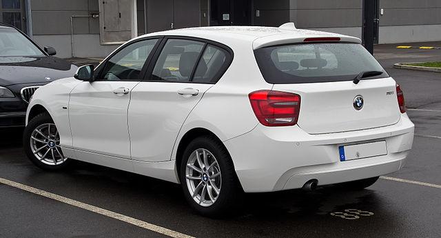 File:BMW 118i Urban Line (F20) – Heckansicht, 10. März 2012 ...