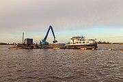Baggerwerkzaamheden op de Langwarder Wielen vanaf motorbeunschip Christiana 03.jpg