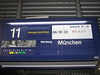 Bahnhof Köln Messe Deutz • Fallblattanzeige auf unterem Bahnsteig.JPG