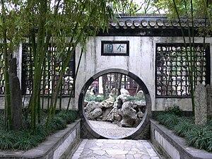 Geyuan Garden - Moon gate in Geyuan Garden, Yangzhou.