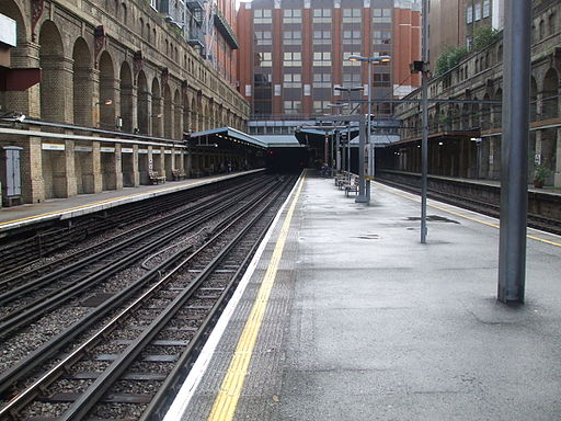 Barbican station Met H&C Circle look east