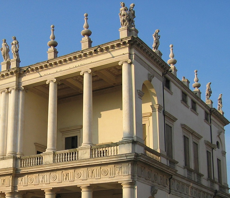 Beelden daklijst palazzo Chiercati