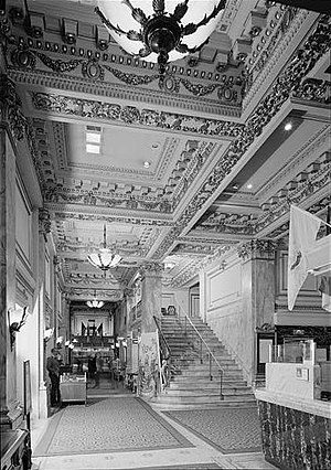The Bellevue-Stratford Hotel - The lobby in 1976