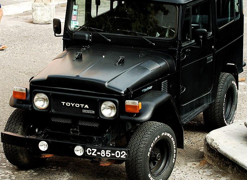 The Phantom Of City Sadar Road - 800px Black Toyota Land Cruiser 2840 series29