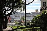 Blick von der Avenida Zarco auf den Hafen mit der Costa Favolosa.jpg