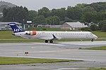 Bombardier CRJ-900LR 'EI-FPD' Scandinavian Airlines System (44082917355).jpg