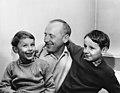 Bourvil avec ses enfants Philippe et Dominique Raimbourg.jpg