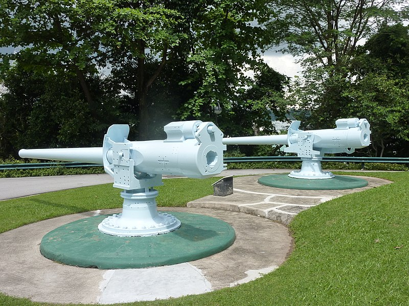 File:Breechloading guns at Fort Siloso Flickr 8297698562.jpg