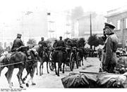 Bundesarchiv Bild 183-2008-0922-502, Lodz, Einzug deutscher Truppen
