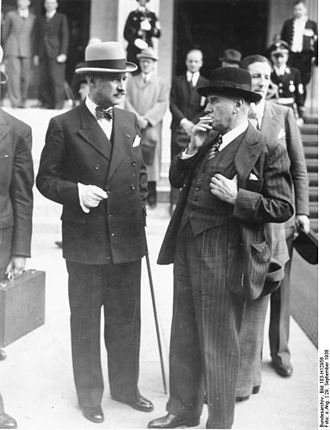 Édouard Daladier - Édouard Daladier (right) with ambassador André François-Poncet at the Munich Agreement 1938