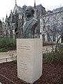 Buste en bronze de Robert Galley à Troyes.jpg