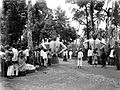 COLLECTIE TROPENMUSEUM Niasser feesten met grote poppen te Padang Sumatra TMnr 10004298.jpg