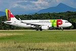 CS-TNT Airbus A320-214 A320-S - TNT (28670260345).jpg