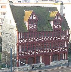 Maisons normandes par Mély dans LITTERATURE FRANCAISE 236px-Caen_Maison_des_Quatrans_face