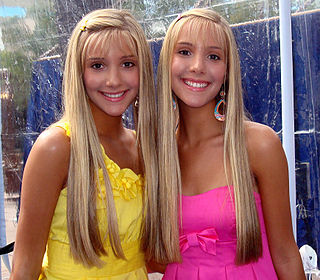 Camilla and Rebecca Rosso British-Latina twin actresses and singers