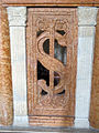 Cappella delle arti liberali, transenna 02 emblema sigismondo.JPG