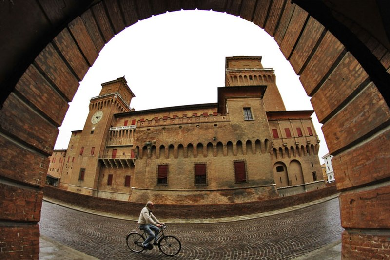 "Foto di Erika Parisi ""Castello Estense- Veduta dal Teatro Comunale"" concorso Wiki Loves Monuments 2012 -  Photo of Erika Parisi "" Estense Castle- View from Municipal Theatre "" competition Wiki Loves Monuments 2012,Ferrara, Emilia Romagna, Italy"