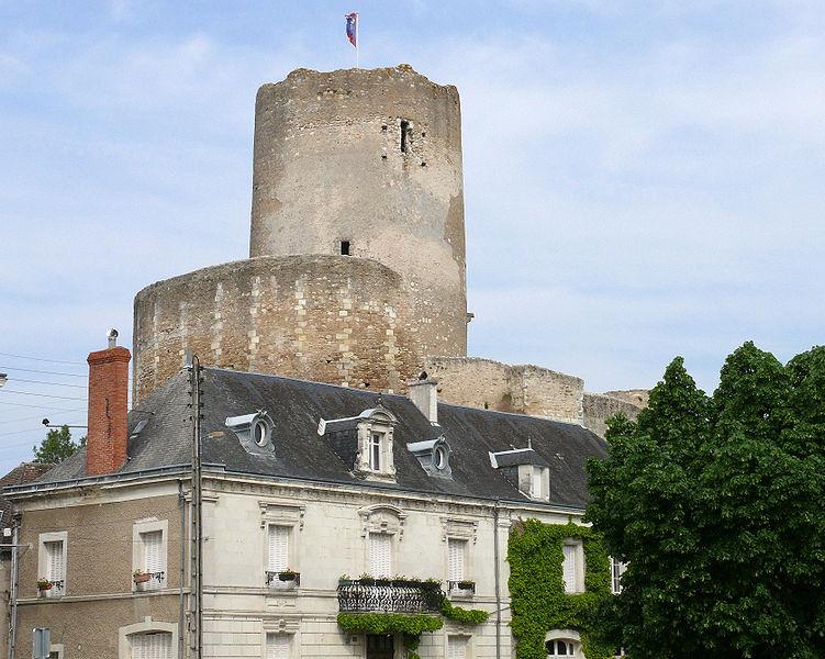 File:Châtillon-sur-Indre - Château -14.JPG