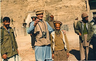 Charlie Wilson (Texas politician) - Wilson posing with Mujahideen in Afghanistan