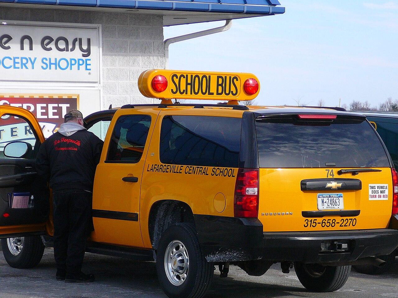 File Chevrolet Suburban Schoolbus Jpg Wikimedia Commons