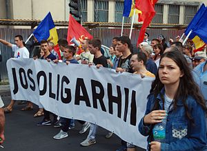 2015–16 protests in Moldova - Demonstrators marching with anti-oligarchic banners on Alexander Pushkin Street
