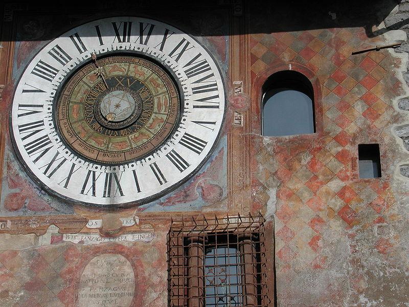 File:Clusone orologio fanzago.jpg