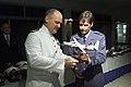Commandant Caribisch gebied generaal Prins ontvangt een model van de F-27 maritiem uit handen van de BDL Dick Berlijn.jpg