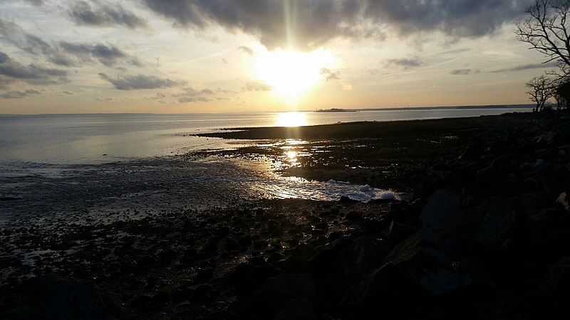 File:Connecticut Sundown on Long Island Sound, Mark Masselli.jpg