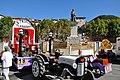 Corso de Digne char devant la statue de Gassendi.jpg