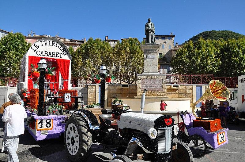 Фестиваль Лаванды - Corso de la lavande - в Динь-ле-Бене Digne-les-Bains (Динь-ле-Бен), Прованс, Франция
