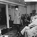 Couturier Edgar Vos toont nieuwe voorjaarscollectie, Bestanddeelnr 922-1955.jpg