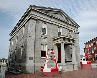 Newburyport, Massachusetts - The Custom House Maritime Museum