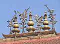 Décor de toiture du temple de Shiva et Parvati (Katmandou) (8573680103).jpg