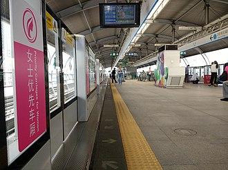 Dafen station - Image: Dafen Station interior