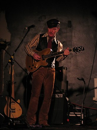Dave Graney - Dave Graney playing in Western Port, 1 June 2013
