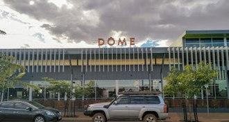 Newman, Western Australia - the Dôme Café seen at the front of Parnawarri