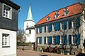 Dorfkirche und Werry-Haus-.jpg