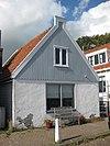 foto van Houten huis van het brede type onder schilddak