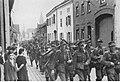 Dywizja grenadierów ludowych w miejscowości na froncie zachodnim. (2-388).jpg