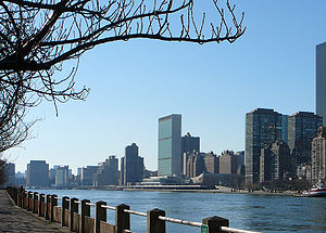 East River - East River and the headquarters of the United Nations in Manhattan as seen from Roosevelt Island (December 2006)