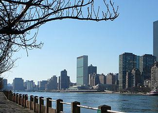 9ed23ad94c3 East River - Wikipedia
