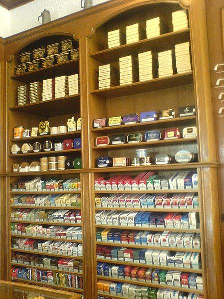 File:Fachgeschäft für Tabakwaren.JPG